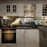küche-fichte-massic-landhausstil-flaschenregal