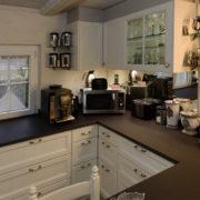 küche-fichte-massiv-landhausstil-arbeitsplatte-keramik