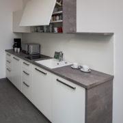 teeküche dekor weiß grau front