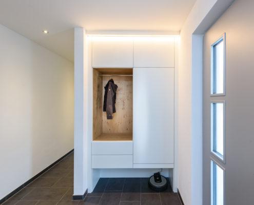 Garderobe in weiß