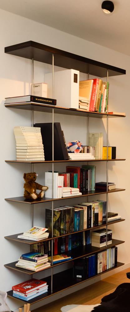 Bücherregal in Eukalyptus